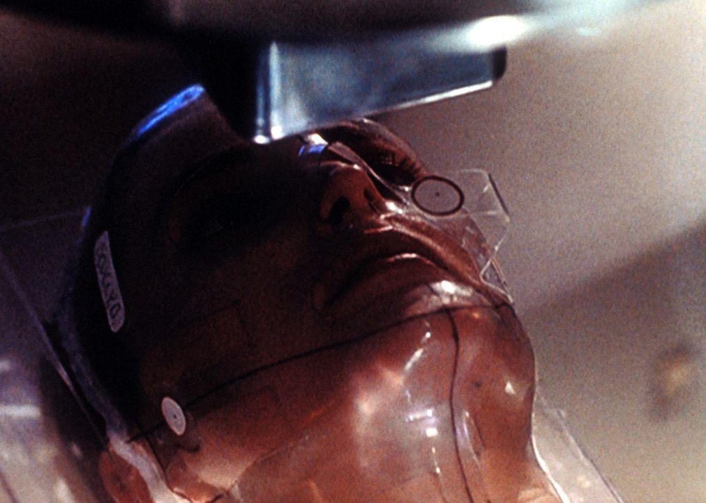 Scully (Gillian Anderson) leidet an einem Gehirntumor, der inoperabel ist. Nach langem Drängen einer Bekannten begibt sie sich in die Behandlung ein... - Bildquelle: TM +   Twentieth Century Fox Film Corporation. All Rights Reserved.