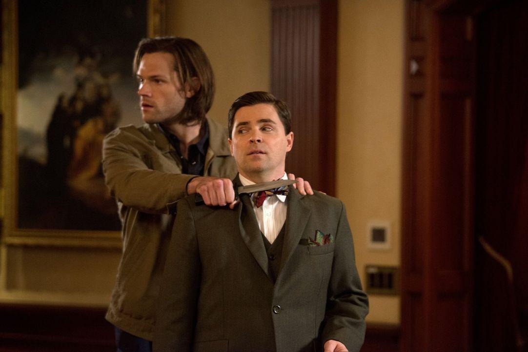 So einfach, wie Sam (Jared Padalecki, l.) sich den Kampf gegen Cuthbert Sinclair (Kavan Smith, r.) vorstellt, wird dieser nicht - oder doch? - Bildquelle: 2013 Warner Brothers