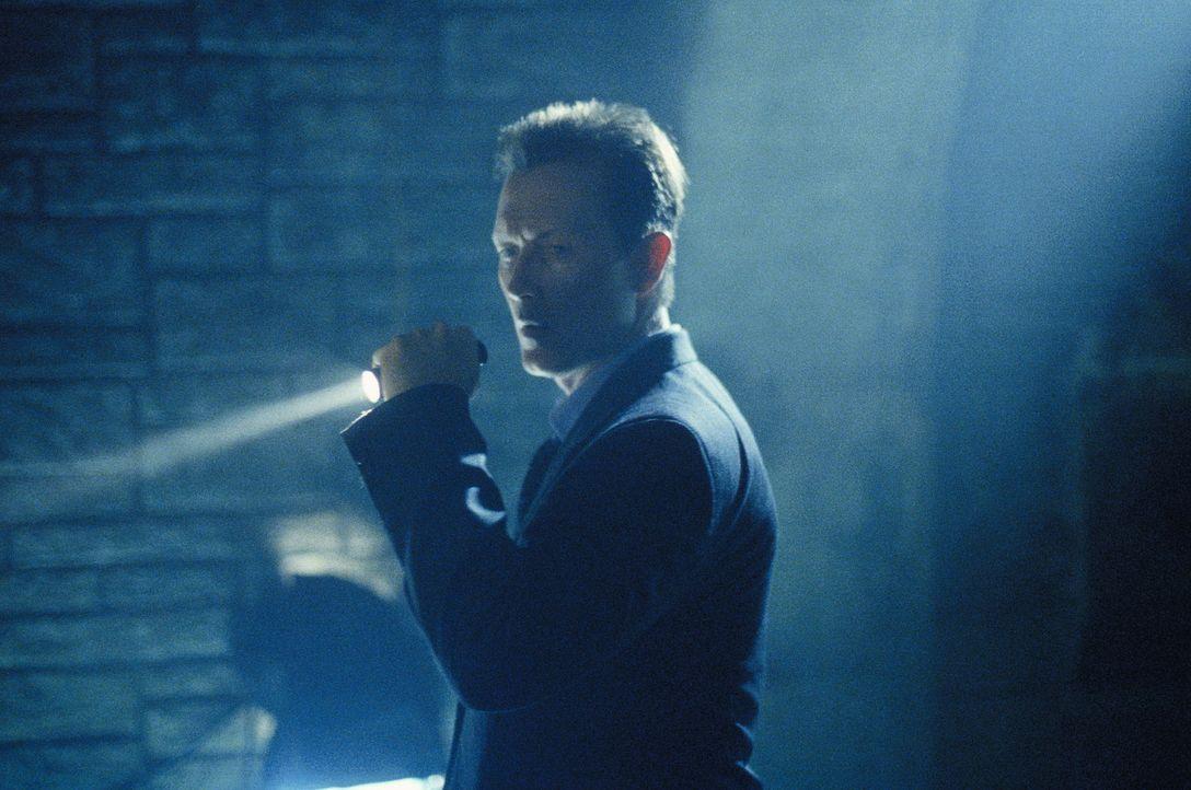 John Doggett (Robert Patrick) ist einem Serienmörder auf der Spur, der aufgrund eines DNA-Tests wieder freigelassen wurde. - Bildquelle: 20TH CENTURY FOX
