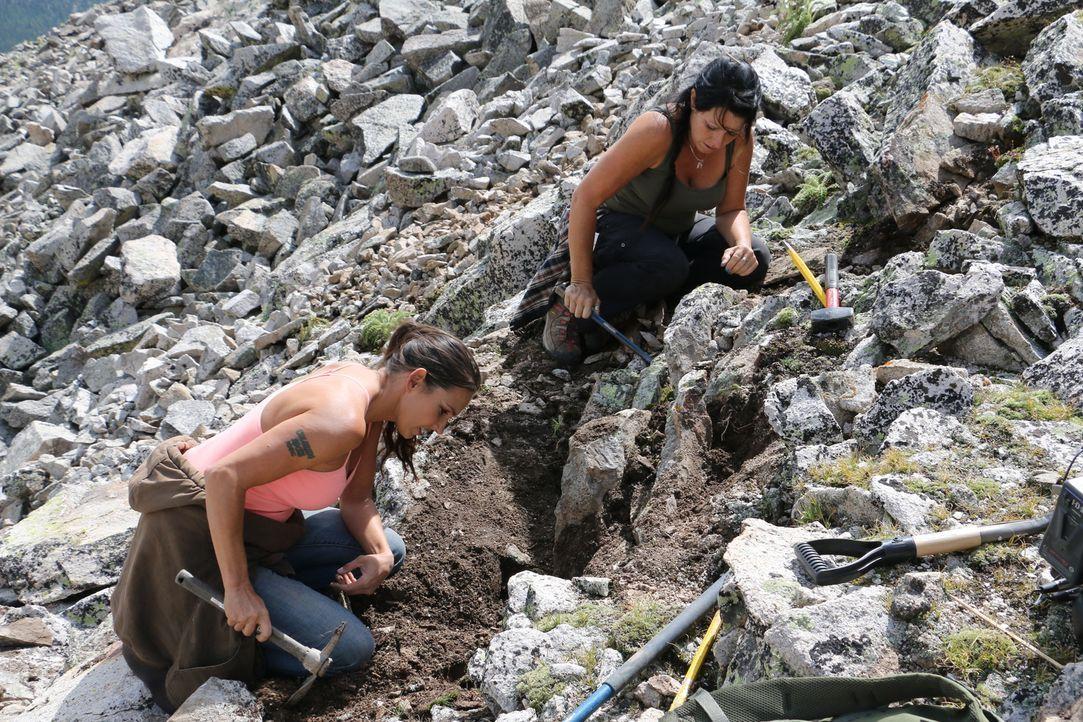Die Suche nach Edelsteinen treibt Amanda (l.) und ihre Freundin Jessica (r.) zurück auf den Berg. Werden sie zum Ende der Saison noch einen großen F... - Bildquelle: High Noon Entertainment, 2015