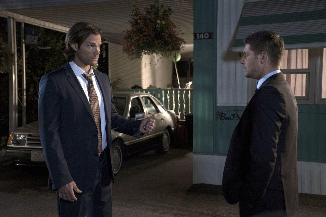 Erkennen Sam (Jared Padalecki, l.) und Dean (Jensen Ackles, r.) zu spät, dass die Morde im alten Lizzie Borden Bed and Breakfast und Museum etwas mi... - Bildquelle: 2014 Warner Brothers
