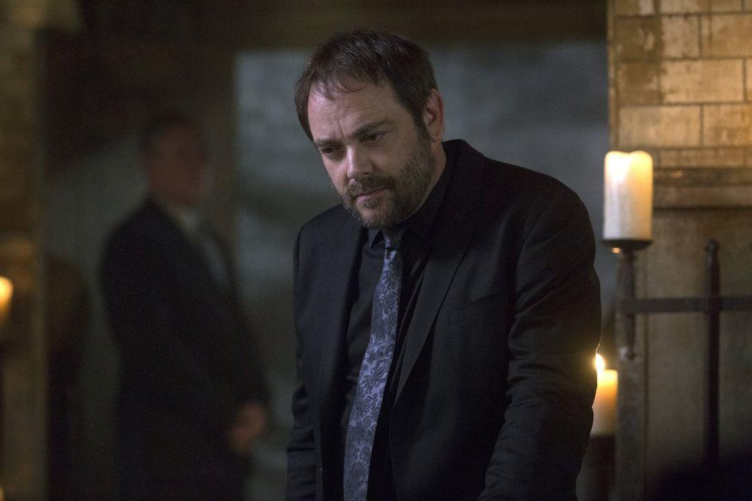 Noch ahnt Crowley (Mark Sheppard) nicht, auf welch mächtiges und unersättliches Wesen er sich eingelassen hat ... - Bildquelle: 2014 Warner Brothers