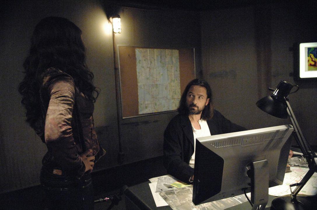 Kommen Isabelle (Megalyn Echikunwoke, l.) und Jordan (Billy Campbell, r.) ihren Zielen näher? - Bildquelle: Alan Zenuk Viacom Productions Inc.