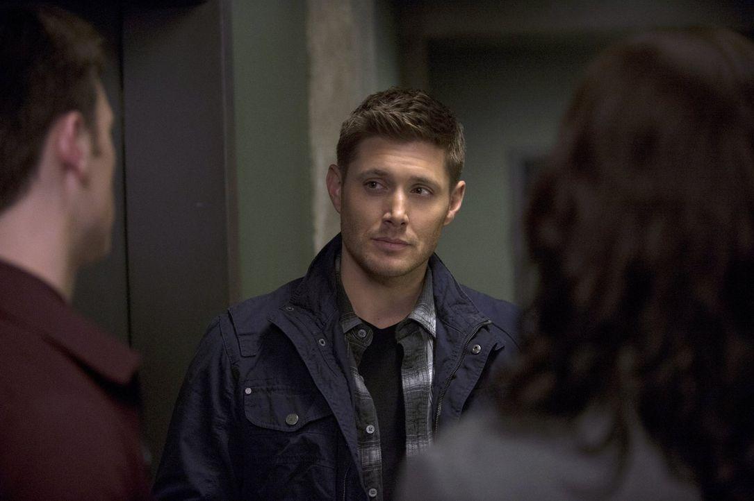 Dean (Jensen Ackles) will sich einfach nicht von der Klinge trennen, doch zugeben will er das auf keinen Fall ... - Bildquelle: 2013 Warner Brothers