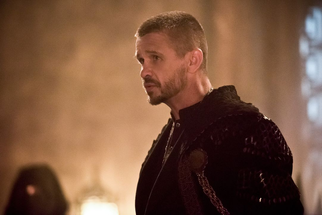 Wird Ra's al Ghul (Matt Nable), der Anführer der Assassinen seine Vorzeigeschülerin Sara wirklich wieder gehen lassen? - Bildquelle: 2015 Warner Bros.