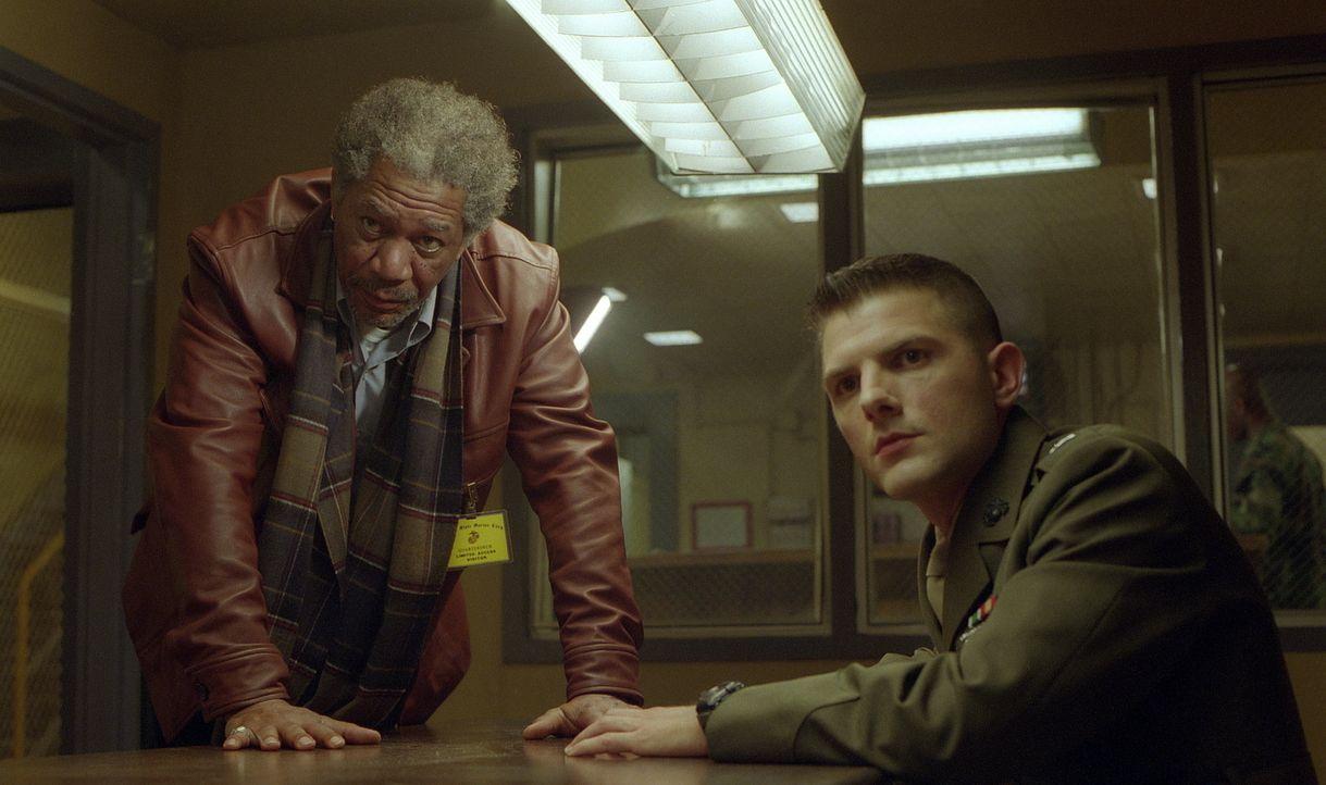 Im Netz vieler Lügen gefangen: der abgehalfterte Anwalt Charlie Grimes (Morgan Freeman, l.) und der junge unerfahrene Militäranwalt Embry (Adam Scot... - Bildquelle: 20th Century Fox Film Corporation