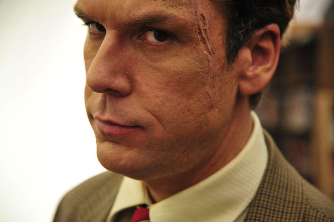 Ist genauso wahnsinnig wie seine Schüler: Schuldirektor Karl Verge (Dane Cook) ... - Bildquelle: 2011 Detention Films, LLC. All Rights Reserved.