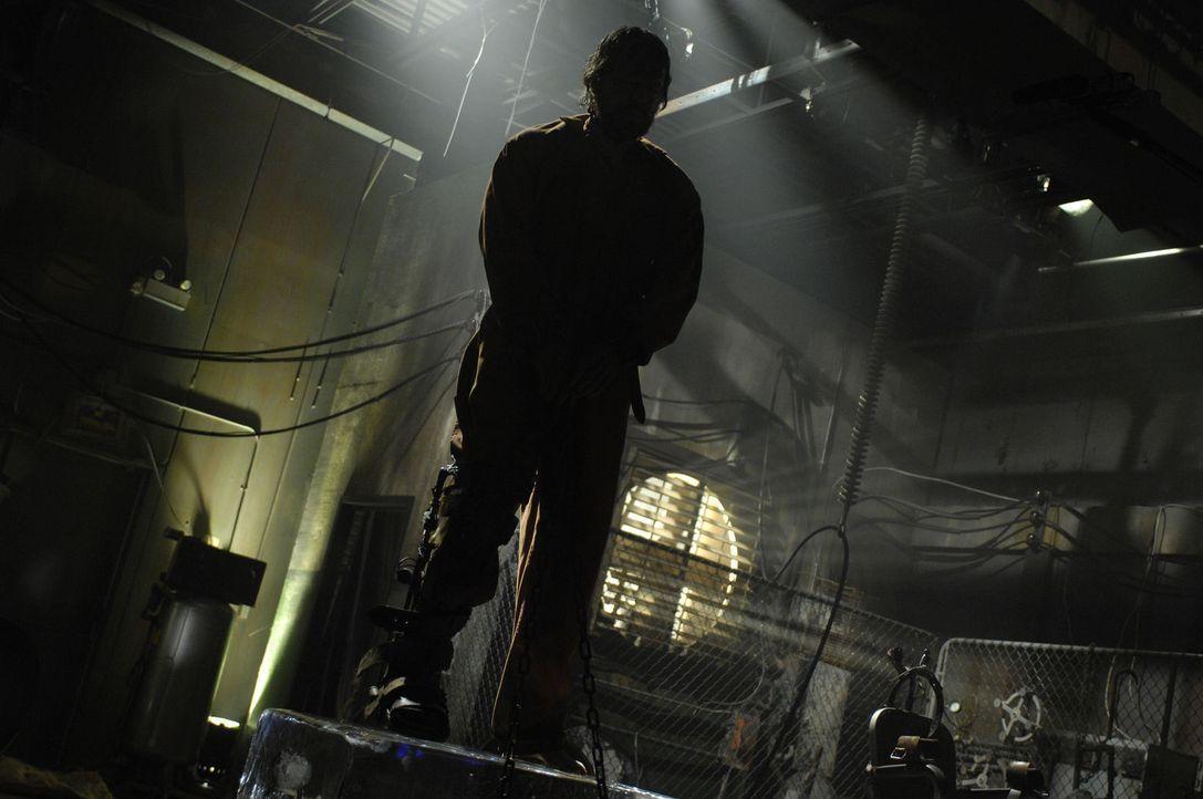 Auf dem Eisblock bekommt Agent Matthews (Donnie Wahlberg) langsam kalte Füße, aber sollten diese warm werden, dann hängt sein Hals in der Schlinge a... - Bildquelle: 2007 Lionsgate, Twisted Pictures