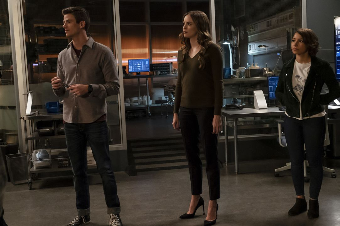 (v.l.n.r.) Barry (Grant Gustin); Caitlin (Danielle Panabaker); Nora (Jessica Parker Kennedy) - Bildquelle: Jeff Weddell 2018 The CW Network, LLC. All rights reserved.
