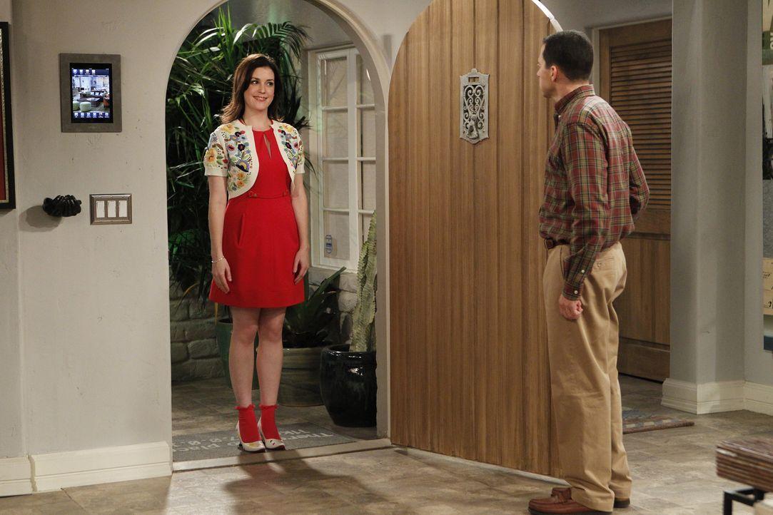 Rose (Melanie Lynskey, l.) ist zurück und Alan (Jon Cryer, r.) ist in großer Sorge, als Walden mit ihr ausgeht ... - Bildquelle: Warner Brothers Entertainment Inc.