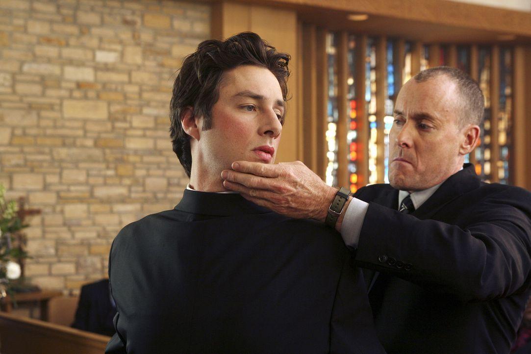 J.D.s Vorstellung: Dr. Cox (John C. McGinley, r.) nimmt auf bizarre Weise Abschied von J.D. (Zach Braff, l.) ... - Bildquelle: Touchstone Television