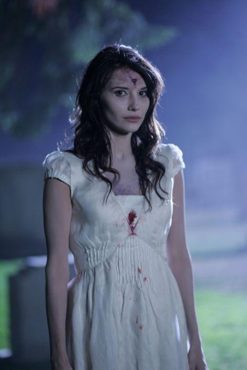 Von den Toten auferstanden: Der Geist von Angela (Tamara Feldman) übt grauenvolle Rache ... - Bildquelle: Warner Bros. Television