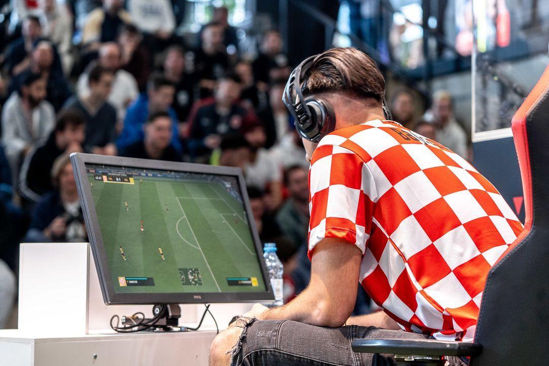 ran eSports: FIFA 20 - Virtual Bundesliga Spieltag 12 Live - Bildquelle: Felix Gemein 2019 DFL Deutsche Fußball Liga GmbH / Felix Gemein