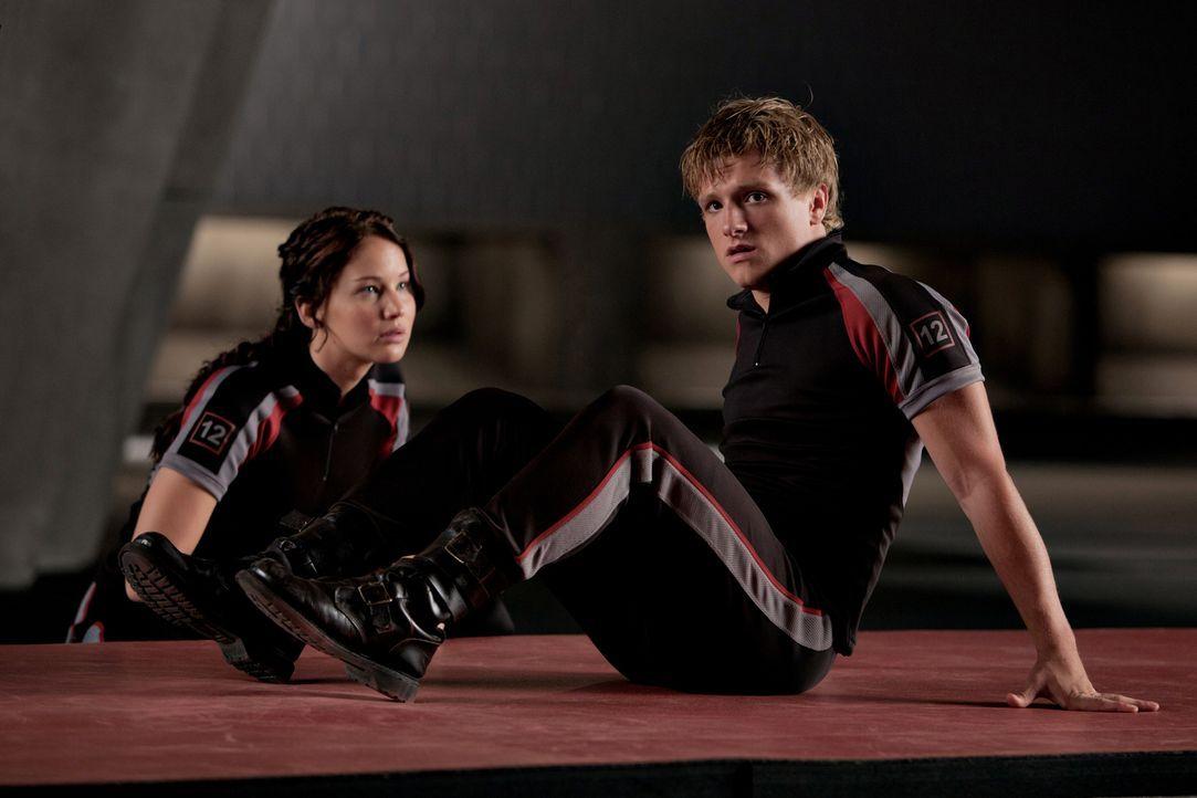 Tragisch: Peeta (Josh Hutcherson, r.) liebt Katniss (Jennifer Lawrence, l.), aber nur einer der beiden kann die Arena lebend verlassen ... - Bildquelle: Studiocanal GmbH