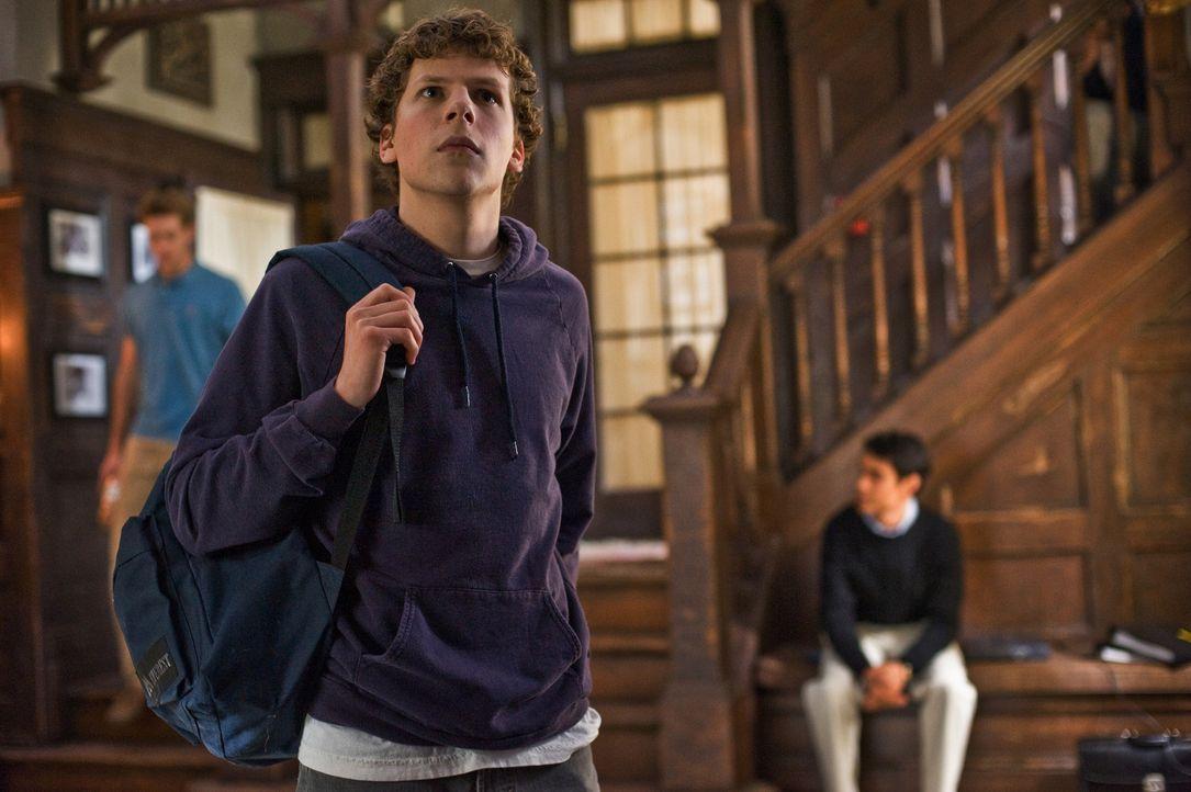 Im Herbst 2003 hat der Havard-Student und Computerprofi Mark Zuckerberg (Jesse Eisenberg) eine geniale Idee: Er möchte das soziale Netzwerk seiner U... - Bildquelle: 2010 Columbia Pictures Industries, Inc. and Beverly Blvd LLC. All Rights Reserved.
