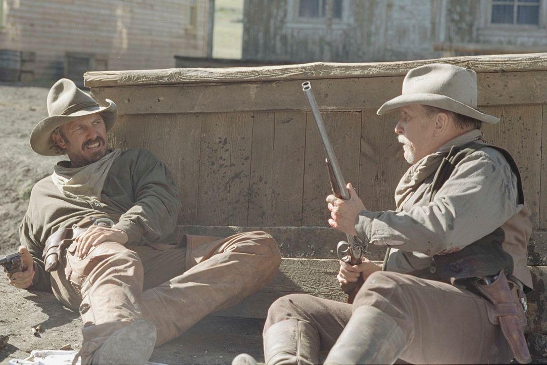 Die Cowboys Boss Spearman (Robert Duvall, r.) und Charley Waite (Kevin Costner, l.) lassen ihre Viehherde westlich des Mississippi auf freiem Land g... - Bildquelle: Touchstone Pictures