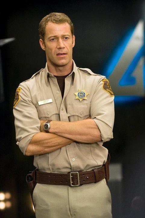 Sorgt in Eureka für Ordnung: Carter (Colin Ferguson) ... - Bildquelle: Universal Television
