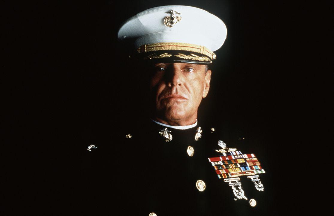Col. Nathan R. Jessep (Jack Nicholson) ist ein ehrgeiziger, bis ins Mark überzeugter Militarist. Er ist überzeugt davon, dass die Anwendung des 'Cod... - Bildquelle: Columbia Pictures