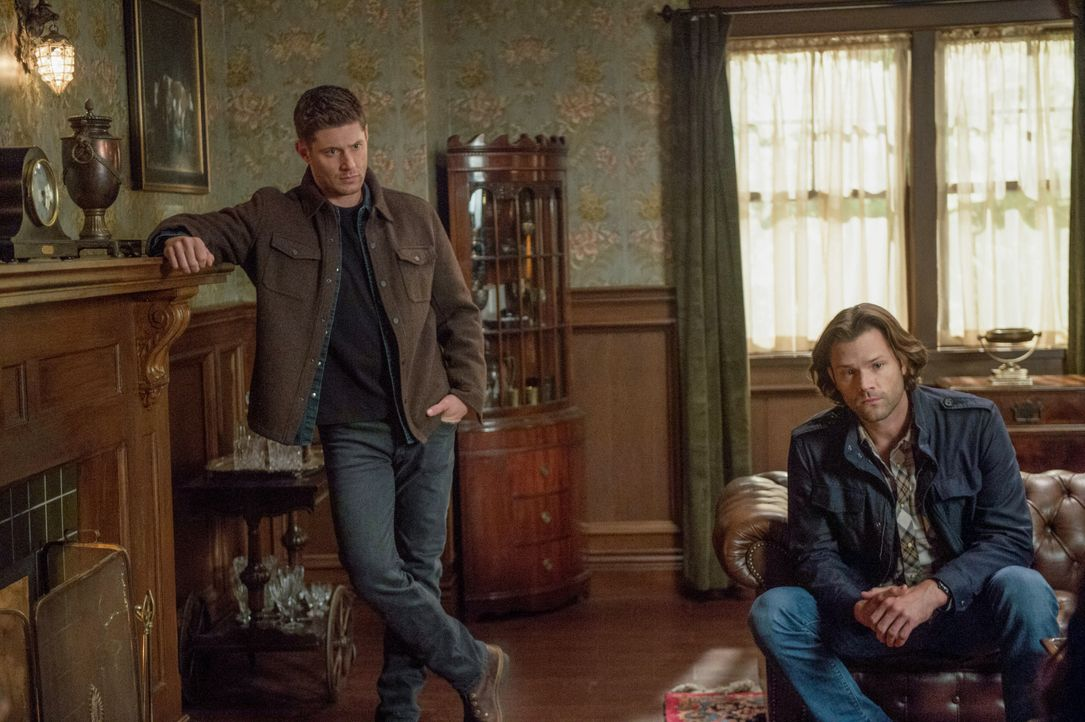 Dean Winchester (Jensen Ackles, l.); Sam Winchester (Jared Padalecki, r.) - Bildquelle: Diyah Pera 2018 The CW Network, LLC All Rights Reserved / Diyah Pera