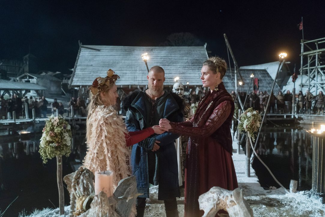(v.l.n.r.) Ingrid (Lucy Martin), Björn (Alexander Ludwig), Gunnhild (Ragga Ragnars) - Bildquelle: 2020 TM Productions Limited / T5 Vikings IV Productions Inc. All Rights Reserved. An Ireland-Canada Co-Production.