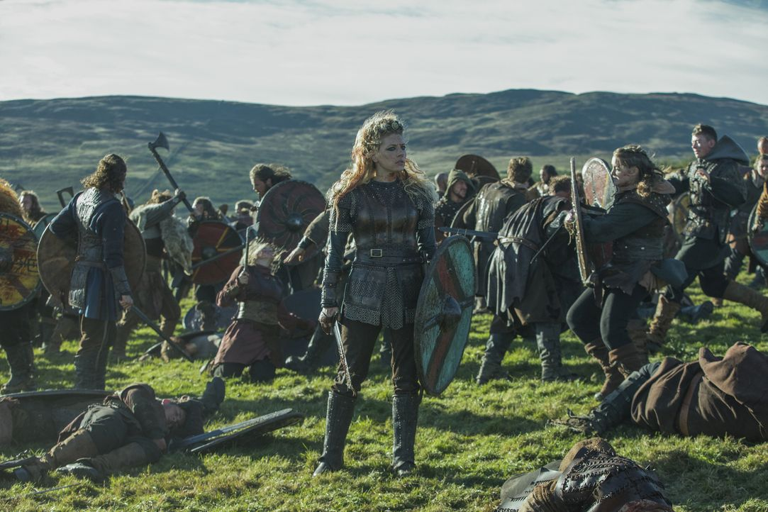 Lagertha (Katheryn Winnick) und auch ihr Feind Harald müssen erkennen, was sie durch einen Krieg alles verlieren könnten ... - Bildquelle: 2017 TM PRODUCTIONS LIMITED / T5 VIKINGS III PRODUCTIONS INC. ALL RIGHTS RESERVED.