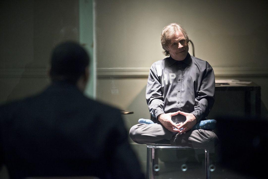 Kann der alte Trickster, James Jesse (Mark Hamill), bei den Ermittlungen zu einem Nachahmungstäter helfen? - Bildquelle: Warner Brothers.