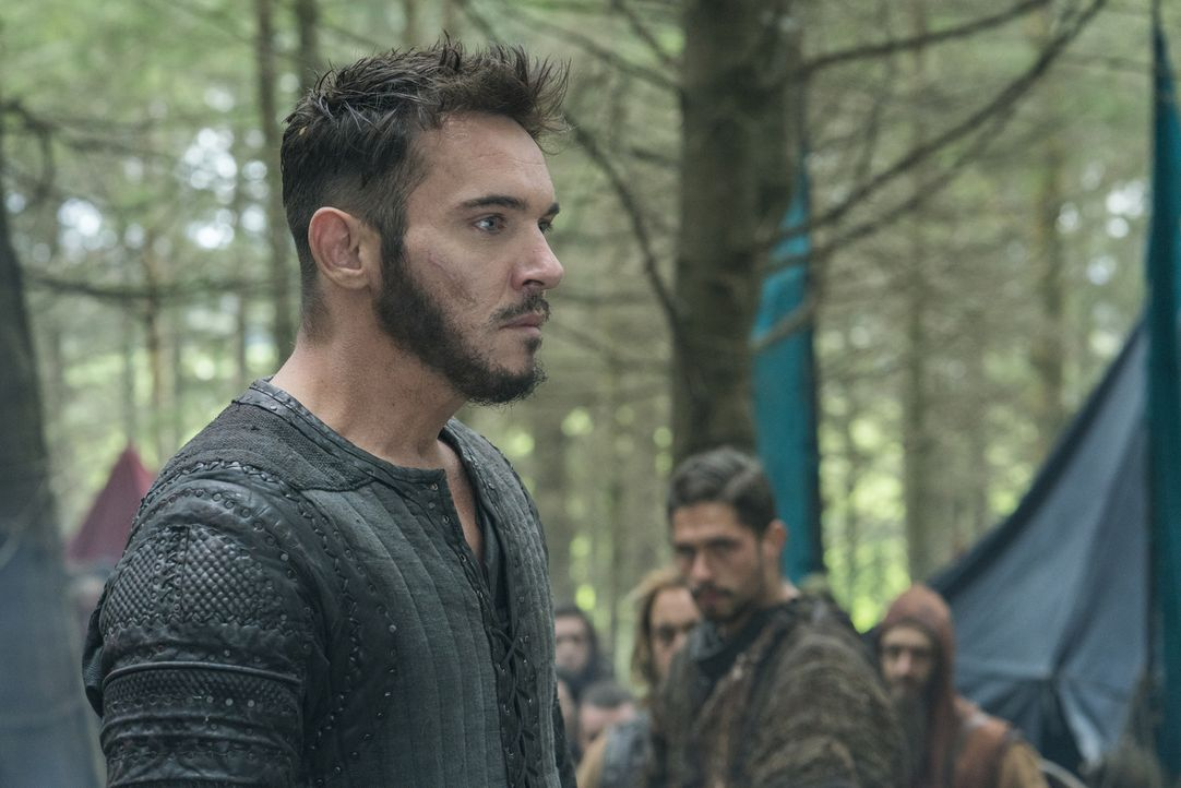 Bischof Heahmund (Jonathan Rhys Meyers) scheint plötzlich mehr in Lagertha zu sehen, als je gedacht. Unterdessen löst Rollo ein altes Versprechen ge... - Bildquelle: 2017 TM PRODUCTIONS LIMITED / T5 VIKINGS III PRODUCTIONS INC. ALL RIGHTS RESERVED.