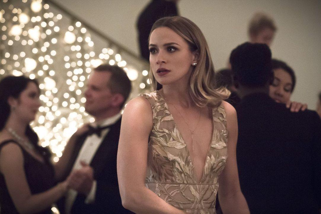 Patty (Shantel VanSanten) beginnt, an der Beziehung mit Barry zu zweifeln und über ihre Ziele nachzudenken ... - Bildquelle: 2015 Warner Brothers.