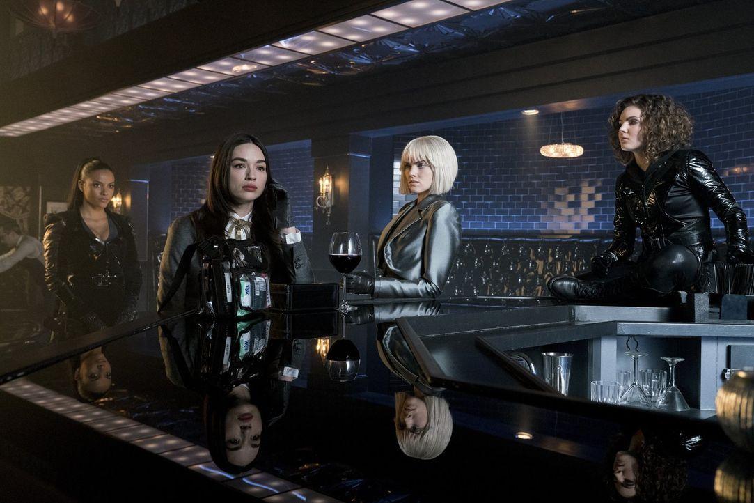 Wie stark ist das Bündnis zwischen Tabitha (Jessica Lucas, l.), Sofia (Crystal Reed, 2.v.l.), Barbara (Erin Richards, 2.v.r.) und Selina (Camren Bic... - Bildquelle: 2017 Warner Bros.
