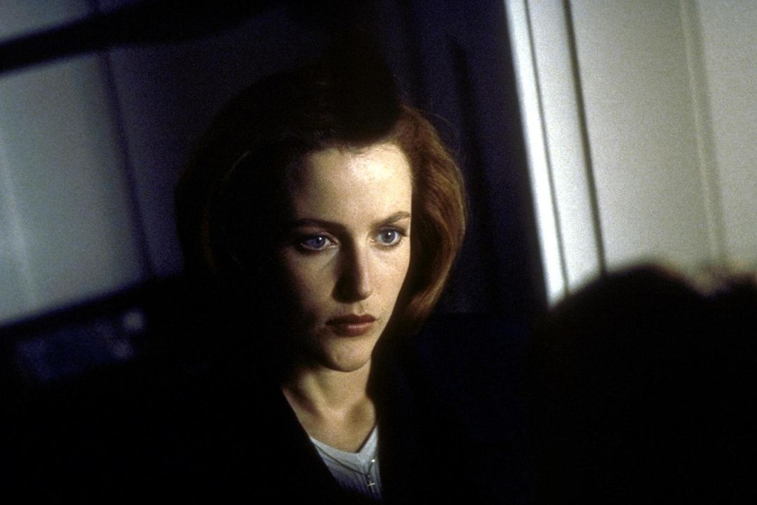 Dana Scully (Gillian Anderson) begibt sich ins Gefängnis, um einen vermeintlichen Mörder zu verhören. - Bildquelle: TM +   2000 Twentieth Century Fox Film Corporation. All Rights Reserved.