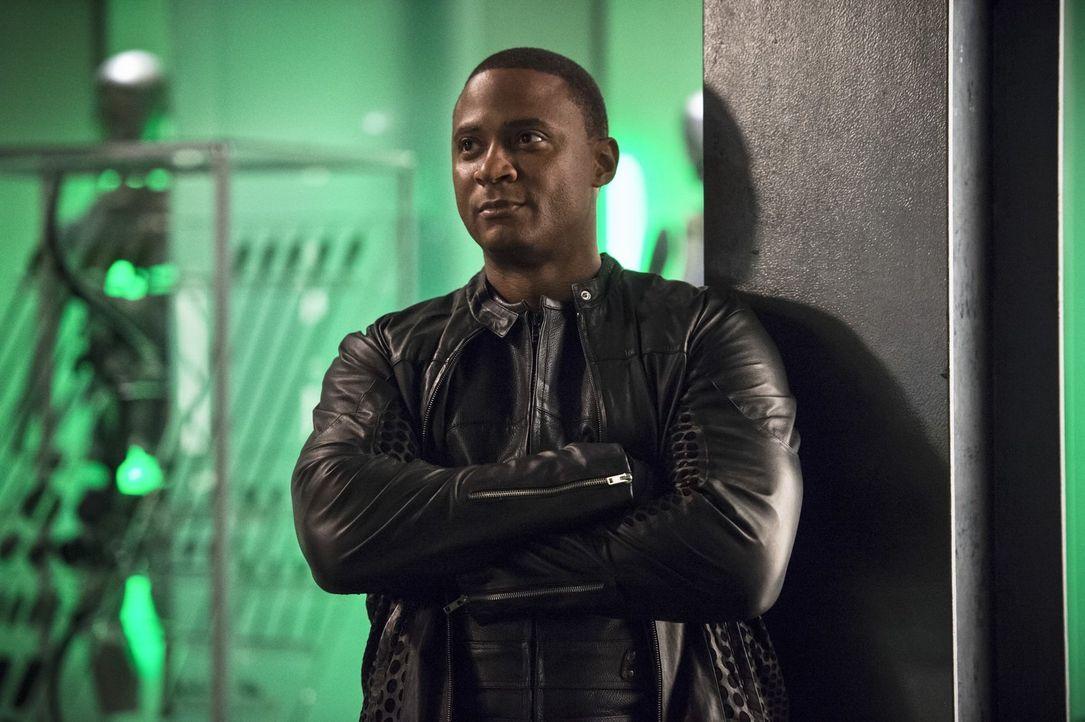 Auch John (David Ramsey) muss erkennen, dass der Besuch von Barry in Star City kein Freundschaftsbesuch ist ... - Bildquelle: 2015 Warner Brothers.