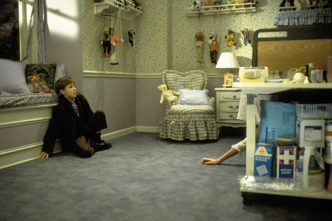 Zu jeder Tages - und Nachtzeit suchen Verstorbene Cole (Haley Joel Osment) heim. Schon bald droht das Kind, daran zu zerbrechen ... - Bildquelle: Buena Vista Pictures