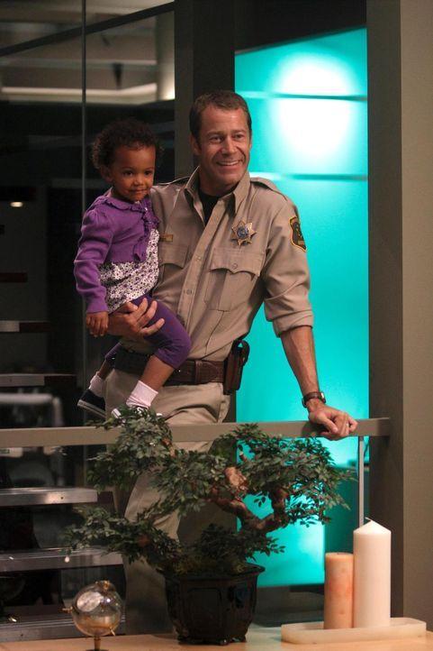 Ist das der echte Jack Carter (Colin Ferguson, r.) oder sein Duplikat? Ist die kleine Jenna in Gefahr?