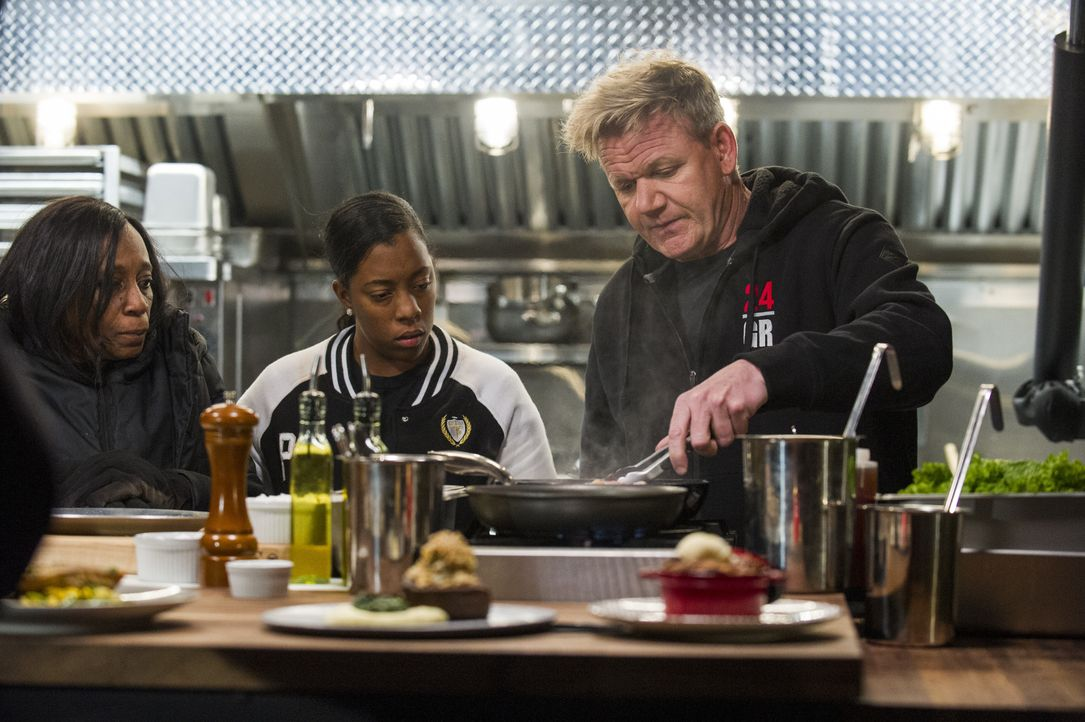 Gordon Ramsay (r.) - Bildquelle: Jeffrey Neira Studio Ramsay and all3media international / Jeffrey Neira