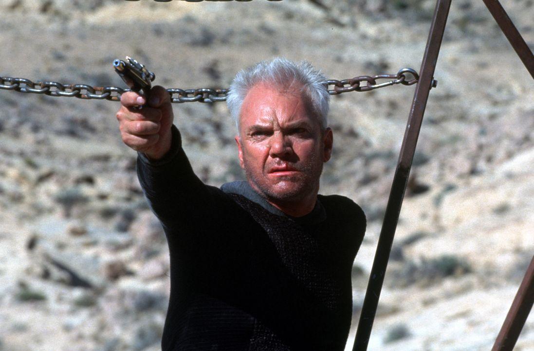 Um wieder in den Nexus zu gelangen, schreckt Dr. Soran (Malcolm McDowall) vor nichts zurück ... - Bildquelle: Paramount Pictures