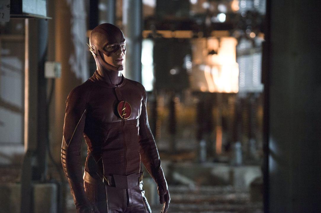 Versucht alles, um Farooq alias Blackout zu stoppen, gerät dabei aber selbst in große Gefahr: The Flash (Grant Gustin) ... - Bildquelle: Warner Brothers.