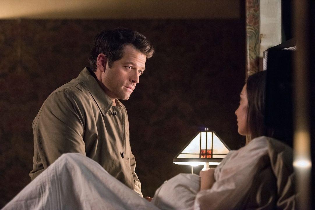 (v.l.n.r.) Castiel (Misha Collins); Kelly Kline (Courtney Ford) - Bildquelle: Jack Rowand 2016 The CW Network, LLC. All Rights Reserved/Jack Rowand