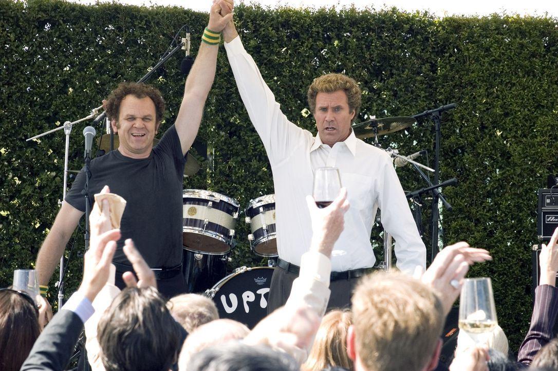 Nachdem sie sich fast die Köpfe eingeschlagen haben, finden  Brennan (Will Ferrell, r.) und Dale (John C. Reilly, l.) langsam zueinander. Bald fürch... - Bildquelle: 2008 Columbia Pictures Industries, Inc. and Beverly Blvd LLC. All Rights Reserved.