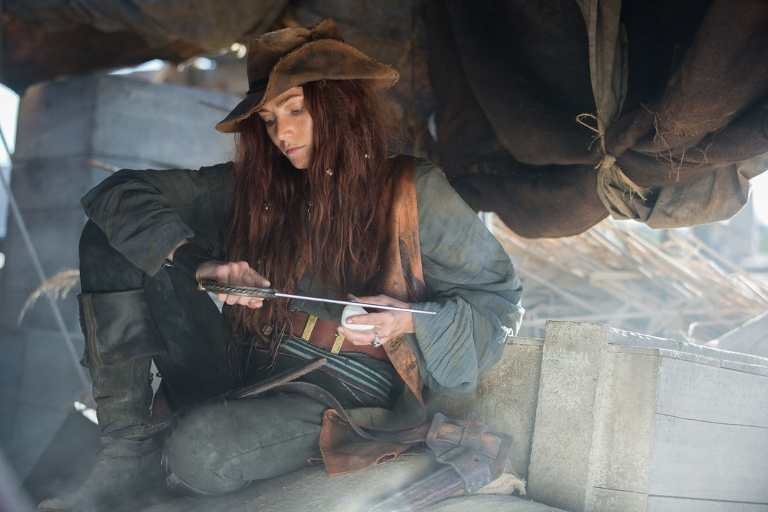 Anne Bonny (Clara Paget) ist ihrem Captain loyal ergeben ... - Bildquelle: 2013 Starz Entertainment LLC, All rights reserved