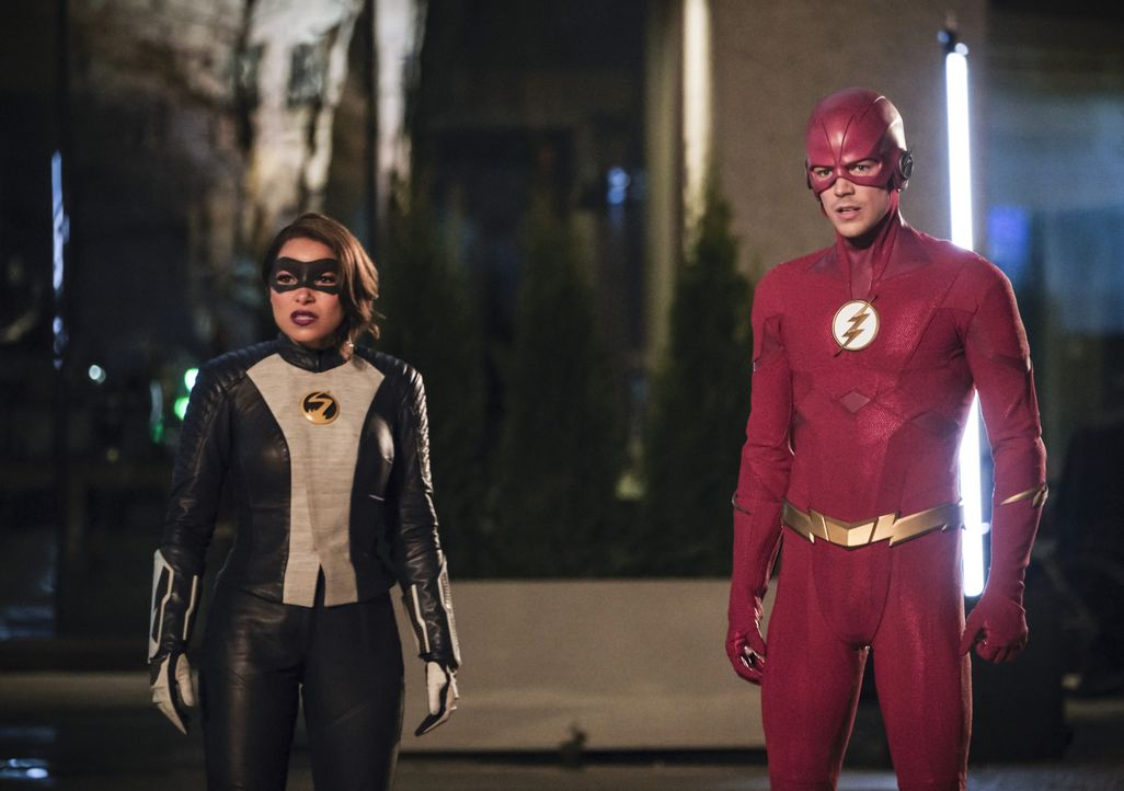 Nora alias XS (Jessica Parker Kennedy, l.); Barry alias The Flash (Grant Gustin, r.) - Bildquelle: Jeff Weddell 2019 The CW Network, LLC. All rights reserved. / Jeff Weddell