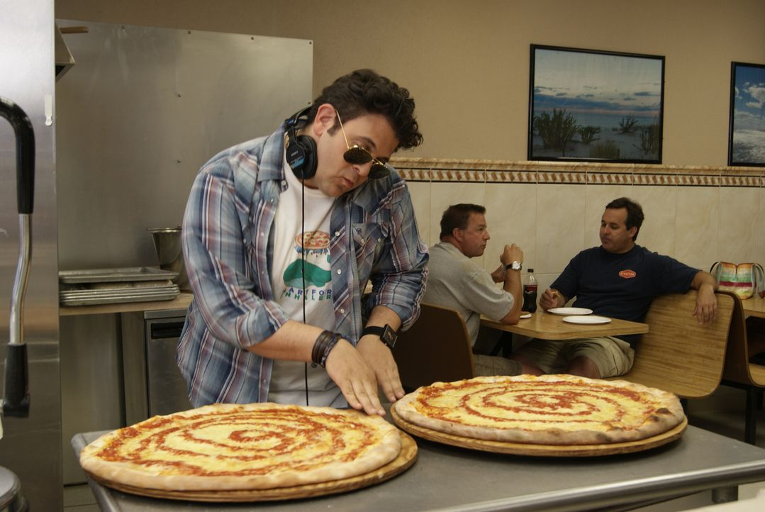 In dieser Folge dreht sich alles um Pizza. Besonders an der Thin Crust Pizza im Seaside Park in New Jersey hat Adam große Freude ... - Bildquelle: 2010, The Travel Channel, L.L.C.