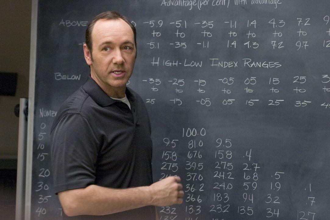 Ben ist ein Mathegenie und begeistert mit seinem Wissen seinen Professor Micky Rosa (Kevin Spacey). Dieser hat auch schon eine Idee, wie er dessen T... - Bildquelle: CPT Holdings, Inc. All Rights Reserved.