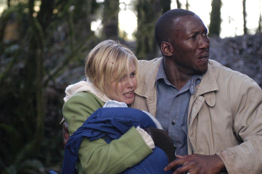 Richard (Mahershalalhazbaz Ali, r.) und Lily (Laura Allen, l.) sind gezwungen ihre Blockhütte zu verlassen und zu flüchten, als ein religiöser Fanat... - Bildquelle: Viacom Productions Inc.