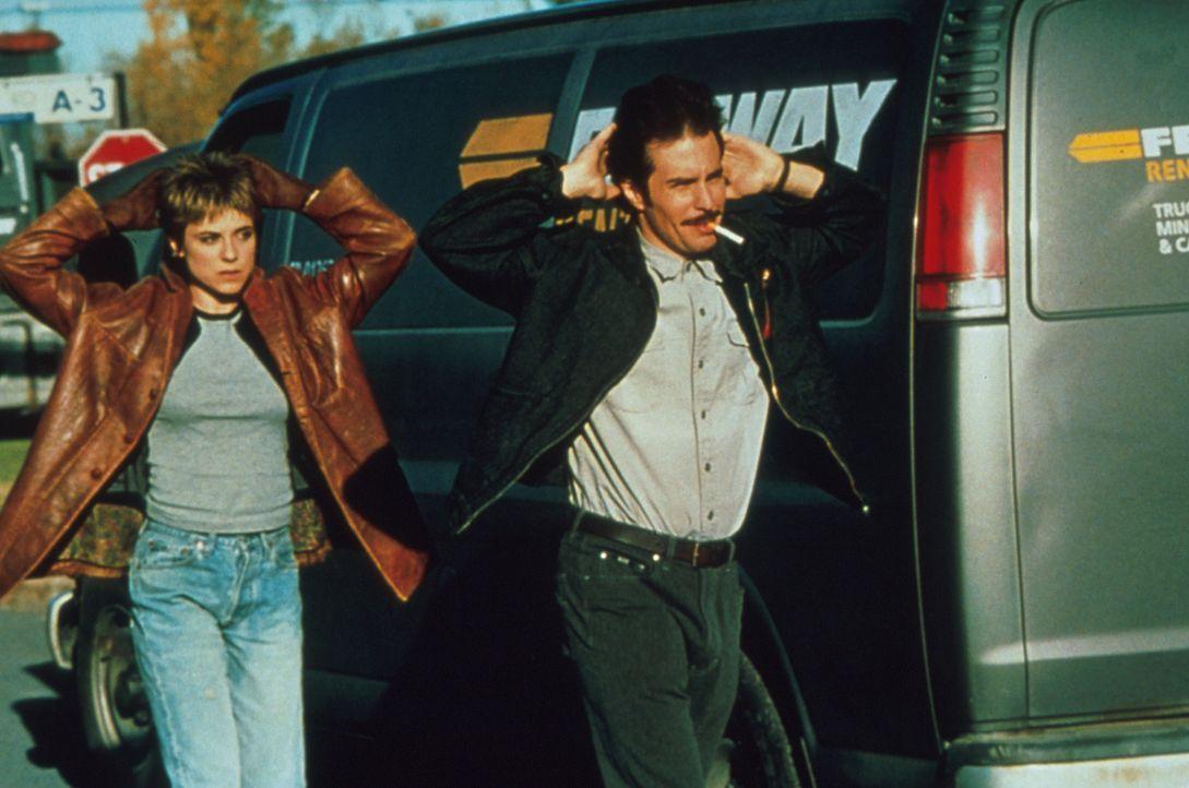 Schon bald geraten auch Fran (Rebecca Pidgeo, l.n) und Jimmy Silk (Sam Rockwell, r.) ins Visier dubioser Machenschaften ... - Bildquelle: Francise Productions