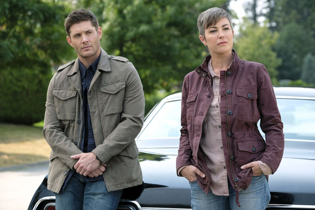 Dean Winchester (Jensen Ackles, l.); Jody Mills (Kim Rhodes, r.) - Bildquelle: Bettina Strauss 2017 The CW Network, LLC. All Rights Reserved / Bettina Strauss