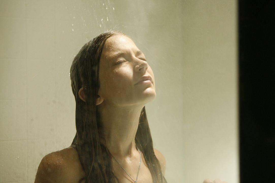 Ahnt nicht, dass einem auch unter Dusche das Wasser bis zum Hals stehen kann: Madison (Sarah Roemer) ... - Bildquelle: Kinowelt GmbH