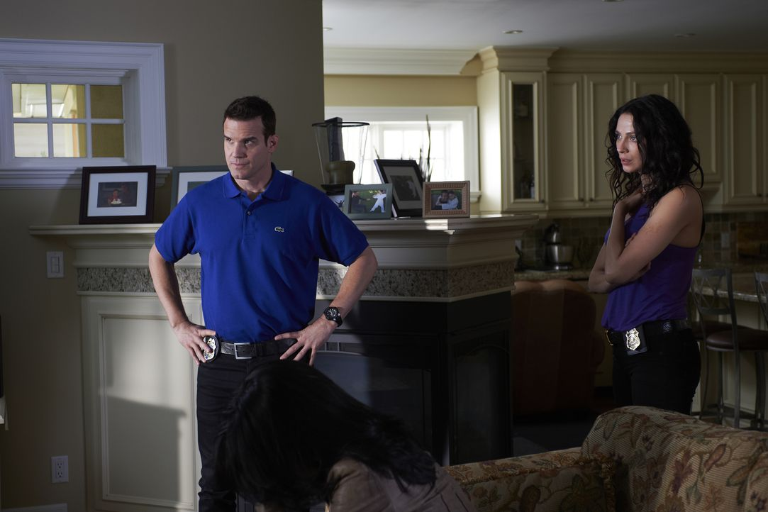 Pete Lattimer (Eddie McClintock, l.); Myka Bering (Joanne Kelly, r.) - Bildquelle: Russ Martin 2012 Universal Network Television LLC. ALL RIGHTS RESERVED. / Russ Martin
