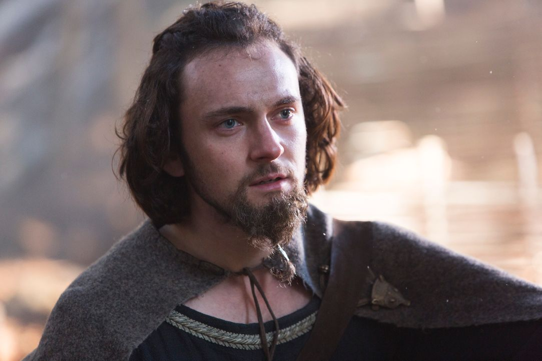 Im Heiligen Hain bei Uppsala erwarten Mönch Athelstan (George Blagden) nicht nur eine satte Glaubenskrise, sondern auch eine Statistenrolle als Opfe... - Bildquelle: 2013 TM TELEVISION PRODUCTIONS LIMITED/T5 VIKINGS PRODUCTIONS INC. ALL RIGHTS RESERVED.
