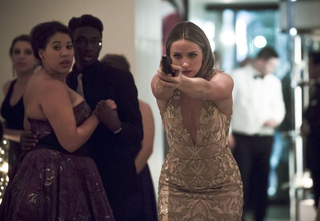 Barry lädt Patty (Shantel VanSanten) zu einer besonderen Kunstveranstaltung ein und bringt sie damit in Lebensgefahr ... - Bildquelle: 2015 Warner Brothers.