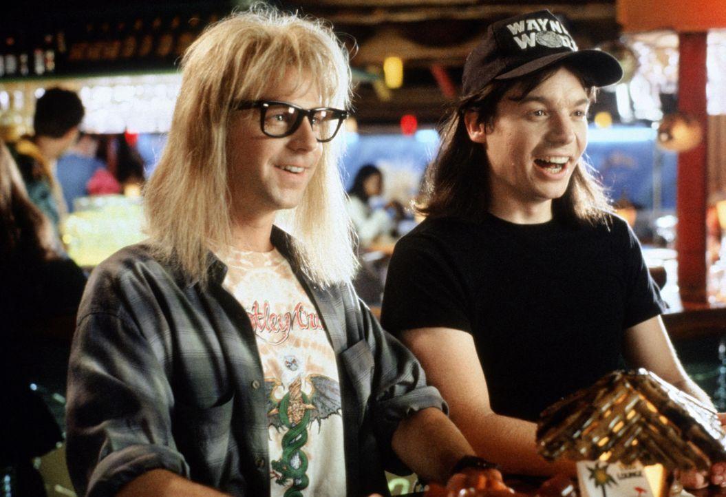 Wayne Campbell (Mike Myers, r.) und sein Kumpel Garth Algar (Dana Carvey, l.) sind zwei Heavy-Metal-Freaks in Reinkultur. Aus dem Keller von Waynes... - Bildquelle: Paramount Pictures